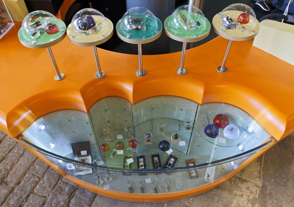 4 - Shop merchandising unit